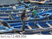 Купить «Марокко. Эссувейра. Деревянные рыбацкие лодки у берега», фото № 2488856, снято 5 сентября 2008 г. (c) Gagara / Фотобанк Лори