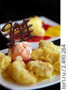 Купить «Традиционный японский десерт фрукты в темпуре и мороженое», фото № 2490264, снято 8 марта 2010 г. (c) Ольга Красавина / Фотобанк Лори