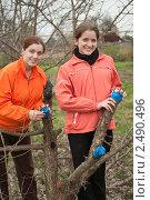 Купить «Девушки прививают деревья», фото № 2490496, снято 1 мая 2010 г. (c) Яков Филимонов / Фотобанк Лори
