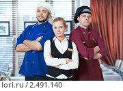 Купить «Персонал ресторана, администратор и повара», фото № 2491140, снято 21 июля 2018 г. (c) Дмитрий Калиновский / Фотобанк Лори