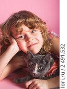 Купить «Портрет девочки с котом», фото № 2491532, снято 5 февраля 2011 г. (c) Михаил Павлов / Фотобанк Лори