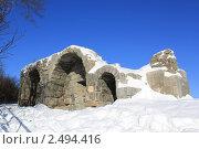 Остатки крепости Серпухова. Кусок стены на фоне синего неба январь 2011. Стоковое фото, фотограф Tatyana Kubasova / Фотобанк Лори