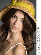 Красивая девушка в соломенной шляпке. Стоковое фото, фотограф Ольга Шевченко / Фотобанк Лори
