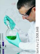 Купить «Специалист в лаборатории», фото № 2508848, снято 17 февраля 2011 г. (c) Иван Михайлов / Фотобанк Лори