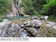 Купить «Каменный хаос и водопад в Агурском ущелье, Сочи», фото № 2510556, снято 2 мая 2011 г. (c) Анна Мартынова / Фотобанк Лори