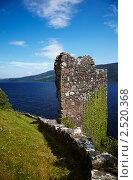 Руины замка Уркухарт на берегу озера Лох-Несс (2010 год). Стоковое фото, фотограф Serg Zastavkin / Фотобанк Лори
