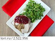 Купить «Блюдо из мяса с рукколой», фото № 2522956, снято 14 апреля 2011 г. (c) Анна Лурье / Фотобанк Лори