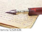 Купить «Чернильное перо и старое письмо», фото № 2529636, снято 25 августа 2019 г. (c) Воронин Владимир Сергеевич / Фотобанк Лори