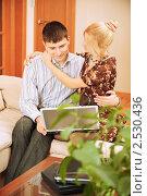 Купить «Влюбленная пара с ноутбуком», фото № 2530436, снято 8 февраля 2009 г. (c) BestPhotoStudio / Фотобанк Лори