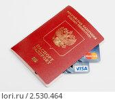Купить «Заграничный паспорт с вложенными картами платежной системы Visa и MasterCard», эксклюзивное фото № 2530464, снято 13 мая 2011 г. (c) Александр Щепин / Фотобанк Лори