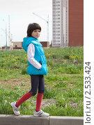 Купить «Одинокая девочка на фоне стройки..», фото № 2533424, снято 13 мая 2011 г. (c) Михаил Иванов / Фотобанк Лори