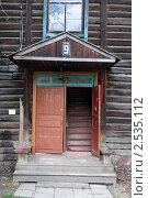 Вход в жилой барак (2011 год). Стоковое фото, фотограф Алексей Смелков / Фотобанк Лори