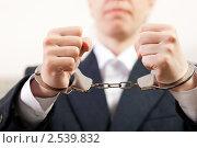 Купить «Стальные наручники на руках недовольного бизнесмена или чиновника - ограничение свободы преступников при аресте или задержании полицией», фото № 2539832, снято 18 мая 2011 г. (c) Илья Андриянов / Фотобанк Лори