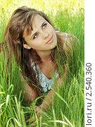 Девушка лежит в траве. Стоковое фото, фотограф Юлия Маливанчук / Фотобанк Лори