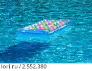Купить «Надувной матрас в бассейне», фото № 2552380, снято 8 сентября 2010 г. (c) ElenArt / Фотобанк Лори