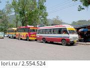 Купить «Автобусы на автостанции. г. Манди, сверная Индия», фото № 2554524, снято 12 мая 2011 г. (c) Виктор Карасев / Фотобанк Лори