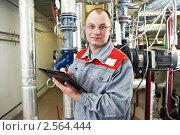 Купить «Рабочий в котельной», фото № 2564444, снято 21 марта 2019 г. (c) Дмитрий Калиновский / Фотобанк Лори