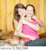 Купить «Счастливая мать с дочерью-подростком», фото № 2582584, снято 23 февраля 2011 г. (c) Яков Филимонов / Фотобанк Лори