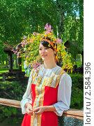 Купить «Портрет девушки в венке из полевых цветов на празднике Троица», фото № 2584396, снято 7 июня 2009 г. (c) ElenArt / Фотобанк Лори