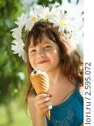 Девочка ест  мороженое. Стоковое фото, фотограф Никита Вишневецкий / Фотобанк Лори