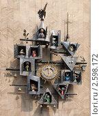 Купить «Часы на здании Государственного академического центрального театра кукол имени С.В. Образцова бьют полдень», фото № 2598172, снято 5 мая 2011 г. (c) Наталья Николаева / Фотобанк Лори