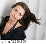 Красивая девушка с развевающимися волосами. Стоковое фото, фотограф Ольга Шевченко / Фотобанк Лори