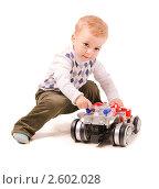 Купить «Маленький мальчик играет с машинкой», фото № 2602028, снято 15 мая 2011 г. (c) Алёшина Оксана / Фотобанк Лори