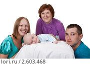 Счастливая семья с маленьким ребенком. Стоковое фото, фотограф Руслан Кудрин / Фотобанк Лори