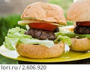 Гамбургер. Стоковое фото, фотограф Мария Исаченко / Фотобанк Лори