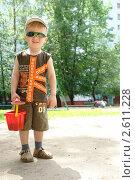 Мальчик с ведром. Стоковое фото, фотограф Столыпин Борис / Фотобанк Лори
