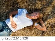 Купить «Девушка лежит на сене», фото № 2615928, снято 21 августа 2010 г. (c) Яков Филимонов / Фотобанк Лори