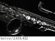 Саксофон на чёрном фоне. Стоковое фото, фотограф Сергей Клопотов / Фотобанк Лори