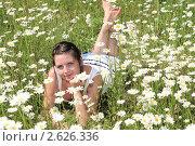 Купить «Девушка в поле ромашек», эксклюзивное фото № 2626336, снято 12 июня 2011 г. (c) Юрий Морозов / Фотобанк Лори