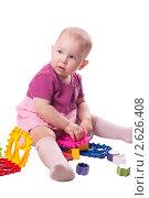 Маленькая девочка на белом фоне. Стоковое фото, фотограф Камалетдинов Ринат Хусаенович / Фотобанк Лори