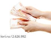 Купить «Ухоженные женские руки пересчитывют деньги», фото № 2626992, снято 28 июня 2011 г. (c) Кекяляйнен Андрей / Фотобанк Лори