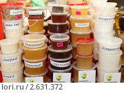Купить «Мёд на торговом прилавке», эксклюзивное фото № 2631372, снято 11 декабря 2010 г. (c) Дмитрий Неумоин / Фотобанк Лори