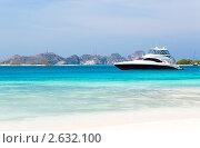 Купить «Роскошная яхта у берега», фото № 2632100, снято 3 марта 2010 г. (c) Dmitry Burlakov / Фотобанк Лори