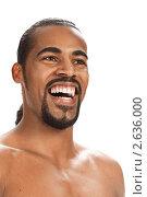 Смуглый мускулистый мужчина на белом фоне. Стоковое фото, фотограф Маргарита Бородина / Фотобанк Лори