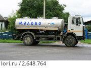 Купить «Молоковоз», фото № 2648764, снято 2 июля 2011 г. (c) Марина Шатерова / Фотобанк Лори
