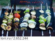 Овощной шашлык на мангале. Стоковое фото, фотограф Ольга Шабалкина / Фотобанк Лори
