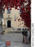 Купить «Вход в церковь Спиридона Тримифунтского», фото № 2652340, снято 21 мая 2011 г. (c) Окунев Александр Владимирович / Фотобанк Лори