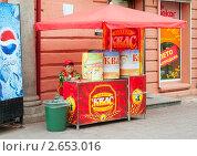 Уличная продажа кваса (2011 год). Редакционное фото, фотограф Антон Железняков / Фотобанк Лори
