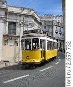 Лиссабон. Желтый трамвайчик (2011 год). Редакционное фото, фотограф Александр Карябин / Фотобанк Лори