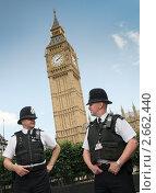 Купить «Полицейские Лондона на фоне Биг Бена», фото № 2662440, снято 4 июля 2011 г. (c) Анна Кучерова / Фотобанк Лори