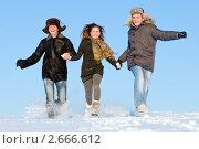 Купить «Веселые молодые люди», фото № 2666612, снято 15 декабря 2019 г. (c) Дмитрий Калиновский / Фотобанк Лори