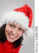 Купить «Улыбающаяся девушка в шапочке Санта-Клауса», фото № 2666656, снято 16 августа 2018 г. (c) Дмитрий Калиновский / Фотобанк Лори
