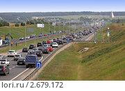 Купить «Плотное движение на шоссе», фото № 2679172, снято 25 июля 2011 г. (c) Дмитрий Куш / Фотобанк Лори