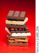 Купить «Шоколад с орехами и черносливом», фото № 2680256, снято 7 мая 2011 г. (c) Сергей Новиков / Фотобанк Лори