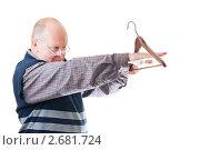 Купить «Мужчина с  вешалку в руке», фото № 2681724, снято 26 мая 2019 г. (c) AlphaBravo / Фотобанк Лори