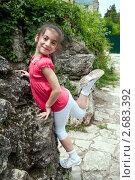 Купить «Девочка, позирующая на фоне скалы», фото № 2683392, снято 11 июня 2011 г. (c) Валерий Шилов / Фотобанк Лори